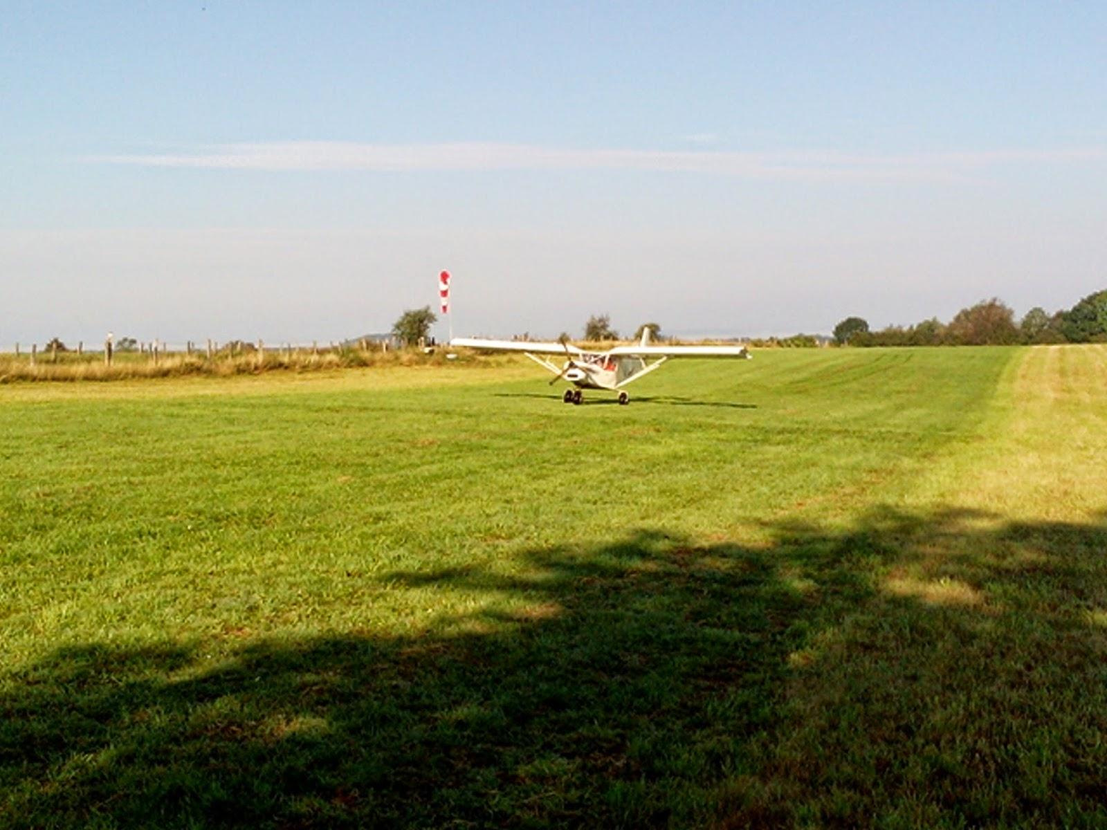 Un randonneur lyonnais et son Zenair CH701