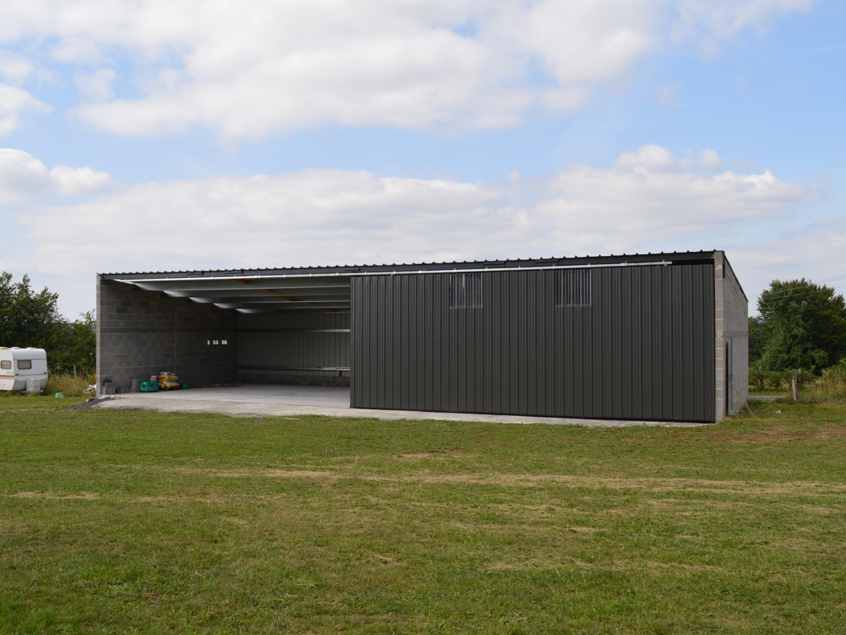 Construction du hangar